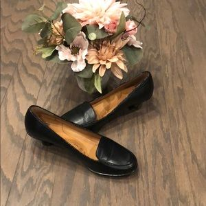 Size 8 sofft kitten heel shoes